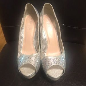 Women's Size 11 silver shoes